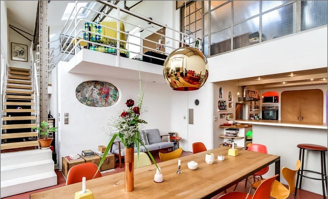 Изглед към трапезарията и кухнята