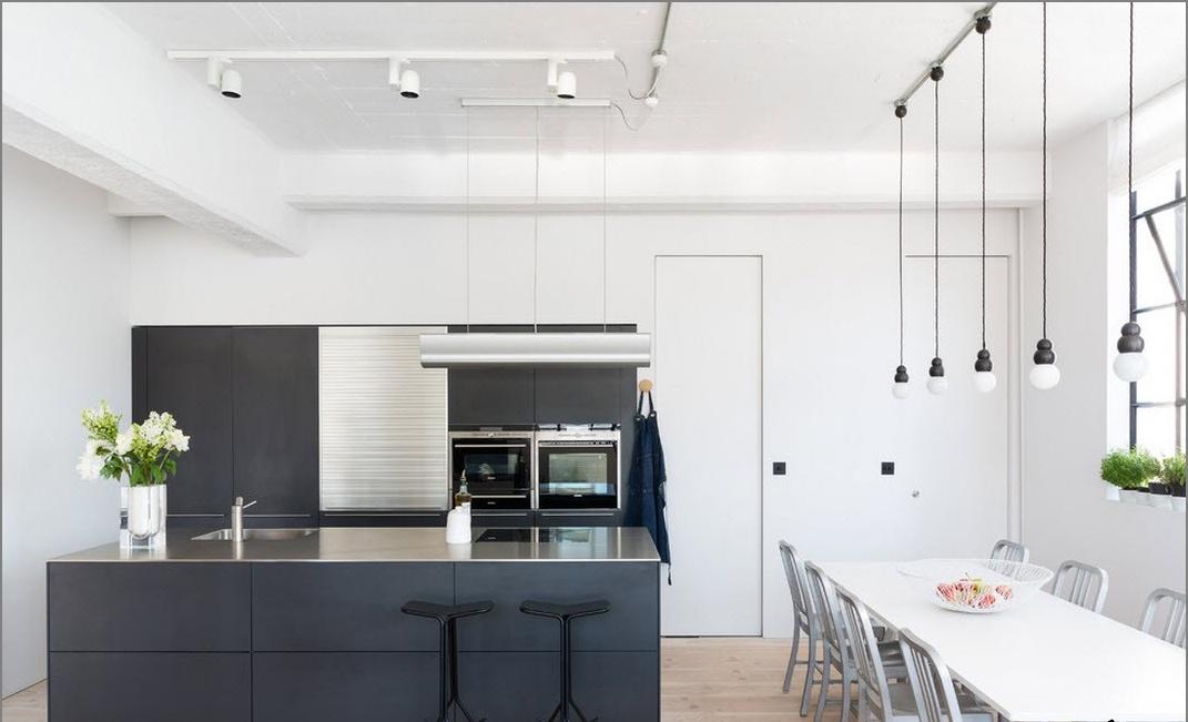 Цветен ансамбъл на кухнята и трапезарията