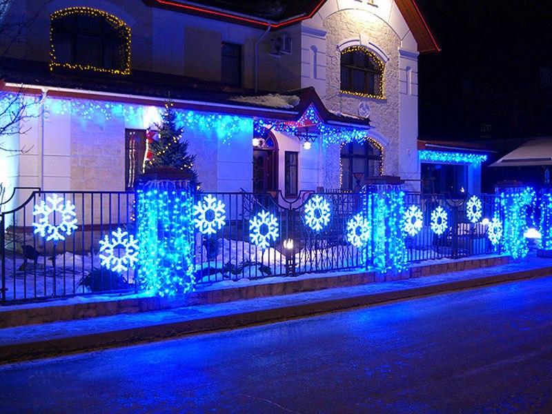 Dekoracja elewacji na święta Nowego Roku
