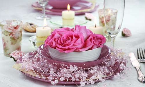 Ünnepi asztalkészítés esküvőre vagy más eseményre