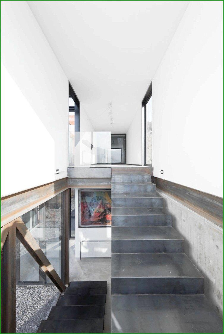 метална къща снимка на метално стълбище