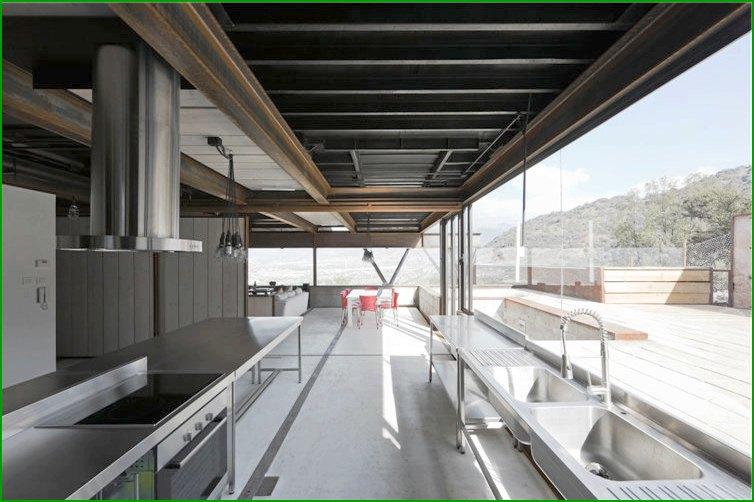 метална къща - кухня