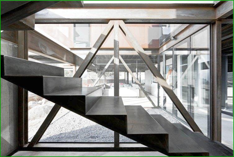 метални къщи за фото стълби към втория етаж