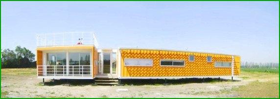 własny dom kontenerowy zaprojektowany przez Rubena Rivera Peede