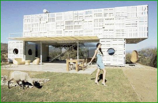 Еко къща, изработена от палети и контейнери по проекта Infiniski
