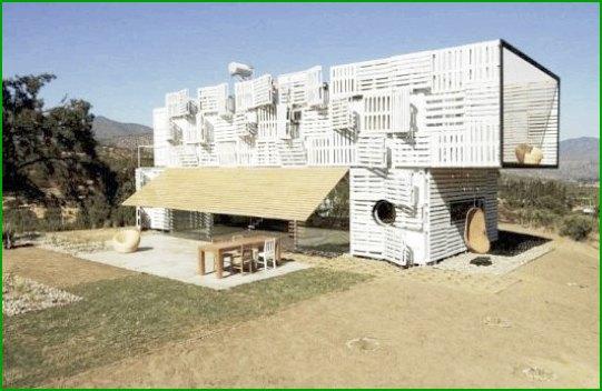 Еко къща от палети и контейнери снимка 3