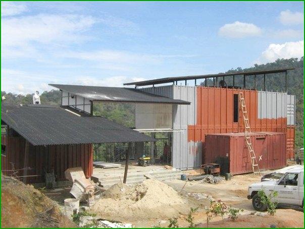 изграждане на къща от извадени контейнери от Ананд Бунгало