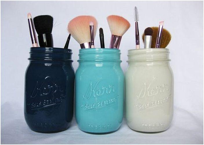 Pots pour conserver les cosmétiques