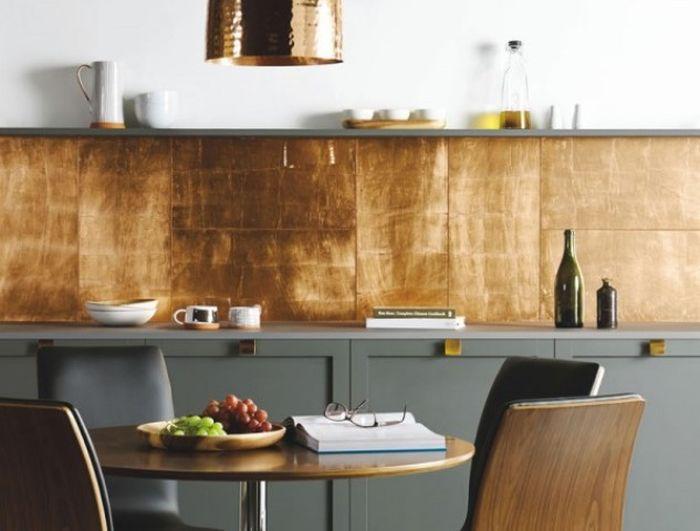 Feuilles de cuivre dans la doublure du tablier de cuisine