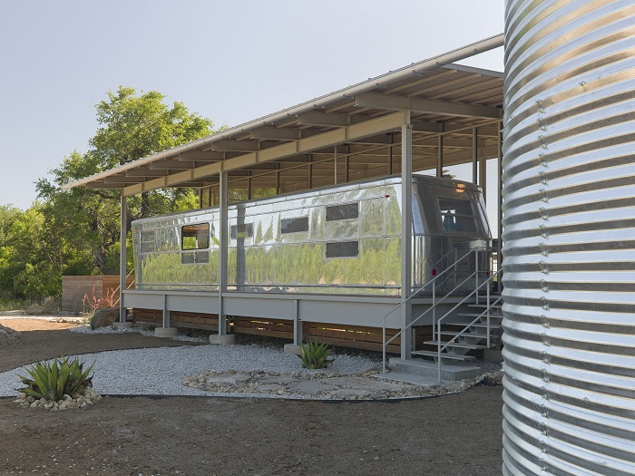 Locomotive Ranch Trailer Home е алуминиева ремаркета.