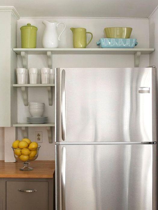 Hyller over kjøleskapet