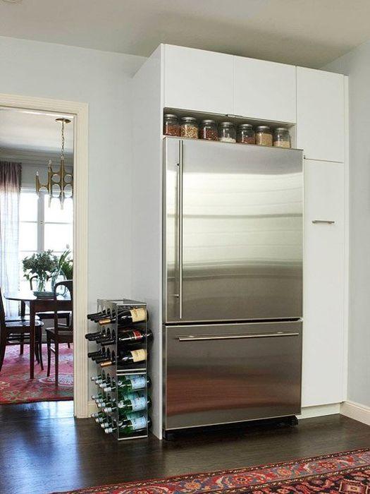 Oppbevar krydder over kjøleskapet