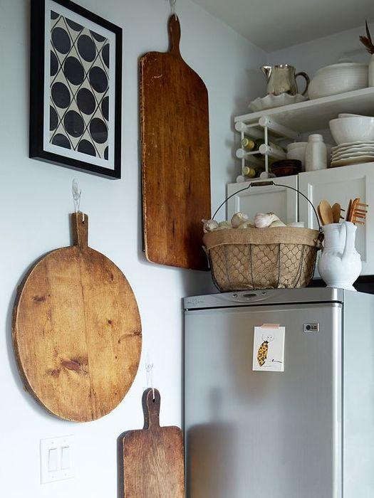 Normal lagring av kjøkkenutstyr på kjøleskap