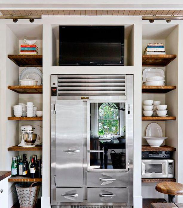 TV over kjøleskapet