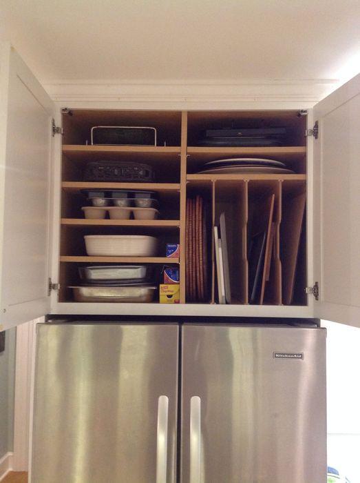 Oppbevaring av kjøkkenutstyr over kjøleskapet