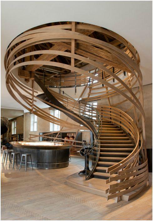Спираловидно стълбище.