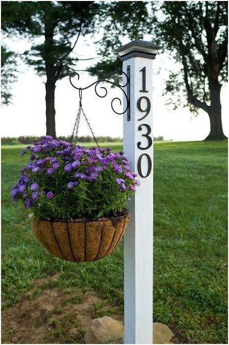 Чудесен начин да поздравите гостите е да поставите такъв знак близо до оградата в близост до къщата.