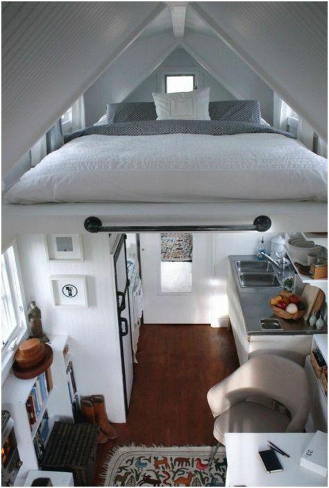 Монтаж на леглото под тавана.