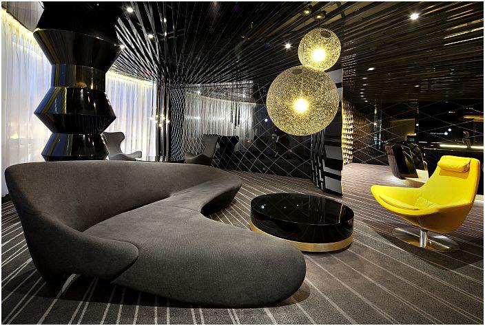 Футуристичен интериор на стаята за почивка.