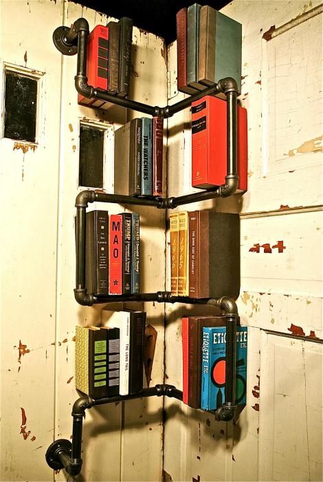Ъглова лавица за книги