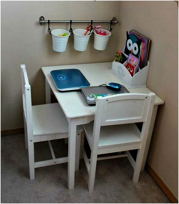 Кът за творчество в детската стая.