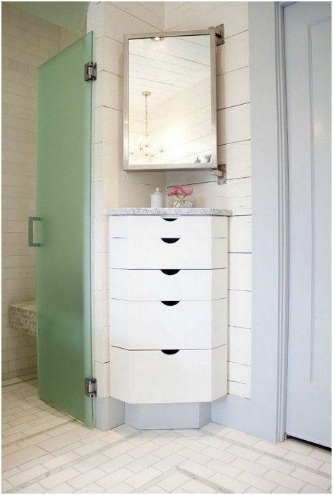 Ергономични шкафове за баня.