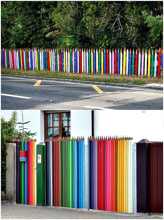 Забор в виде цветных карандашей.