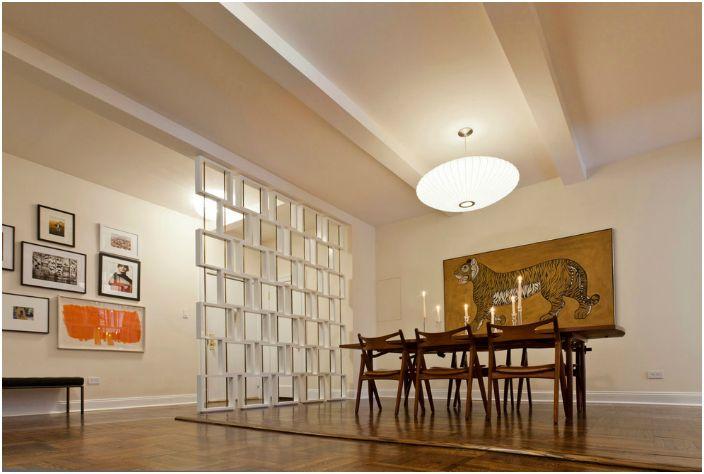 Декоративна преграда в геометричен стил.