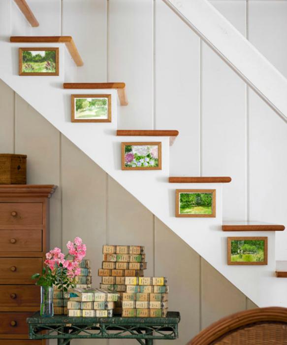 Галерия с картини на стълбите