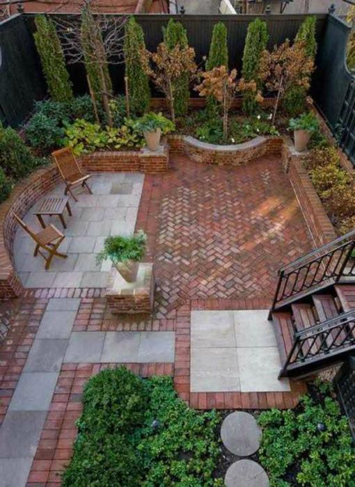 Проста декорация на задния двор.