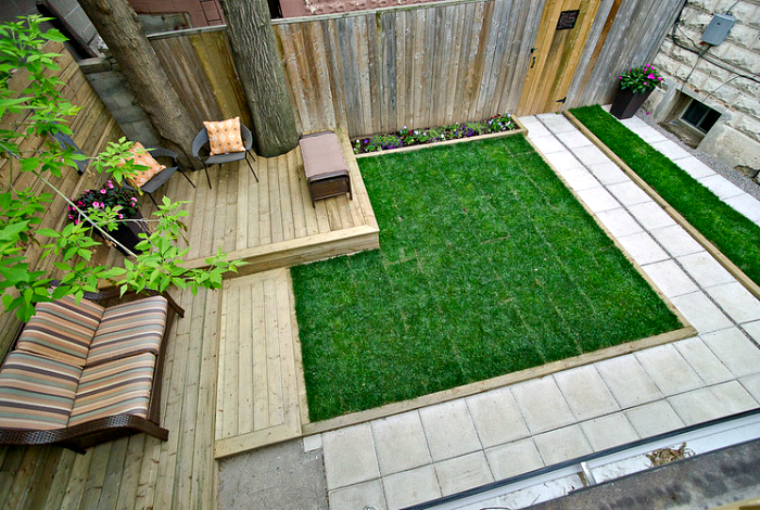 Контрастно покритие на вътрешен двор.