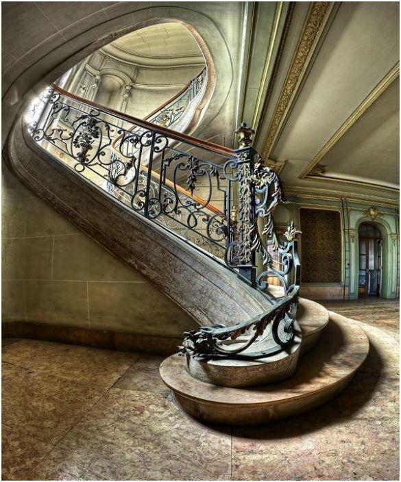 Огромно стълбище
