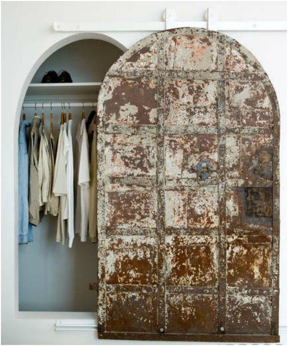 Drzwi stodoły w stylu antycznym.