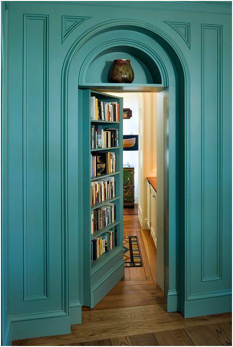 Tajne drzwi wahadłowe.