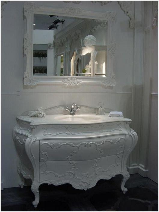 Бялата баня е чудесен вариант за създаване на лека атмосфера.