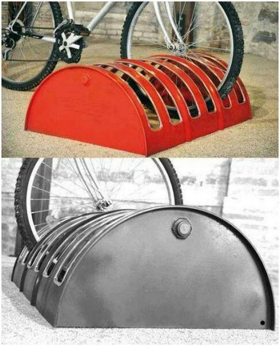 Велопарковка из жестяной бочки.