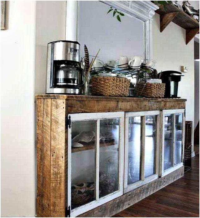 Drewniane szafki z drzwiami z okien.