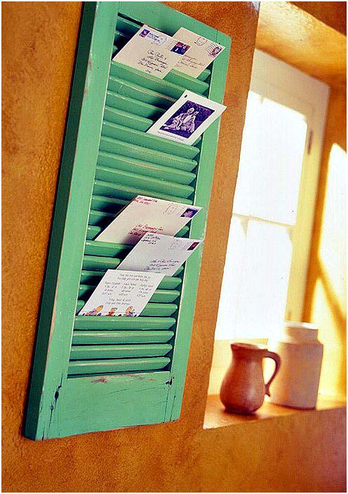 Органайзер за кореспонденция от затвора на прозореца.