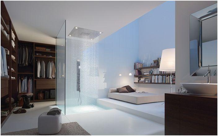 Необичайната комбинация от душ и спалня създава нетрадиционна атмосфера в дома.