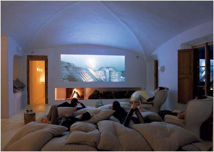 Най-доброто място за почивка е просто декорирана стая с диван и фотьойли.