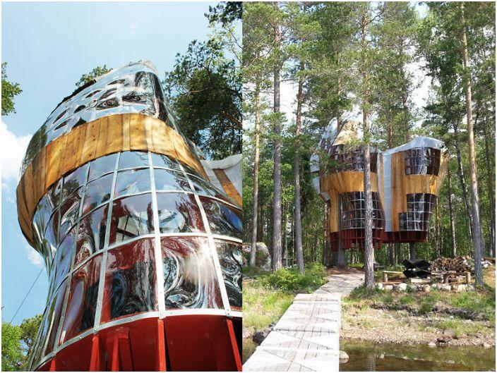 Futurystyczny domek na drzewie.
