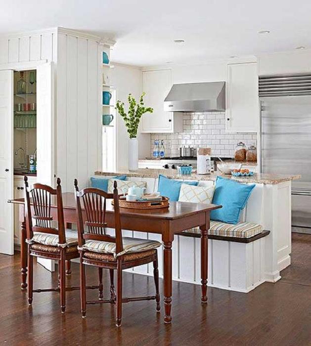 Проста кухненска маса е просто чудесен и прекрасен вариант, който ще отговаря на всяка кухня.