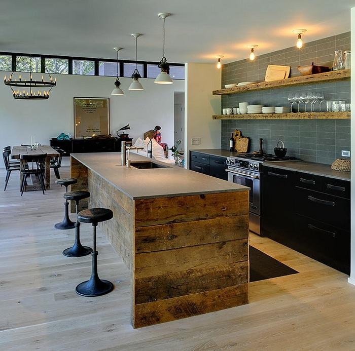 Един от най-интересните дизайни на кухненска маса е регенерираната дървена маса.