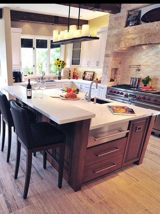 Интересна маса в кухнята е комбинирана с малък бар брояч, който е прост и сладък.