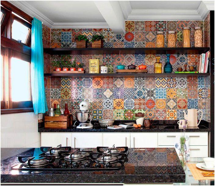 Элементы средиземноморского стиля в интерьере кухни.