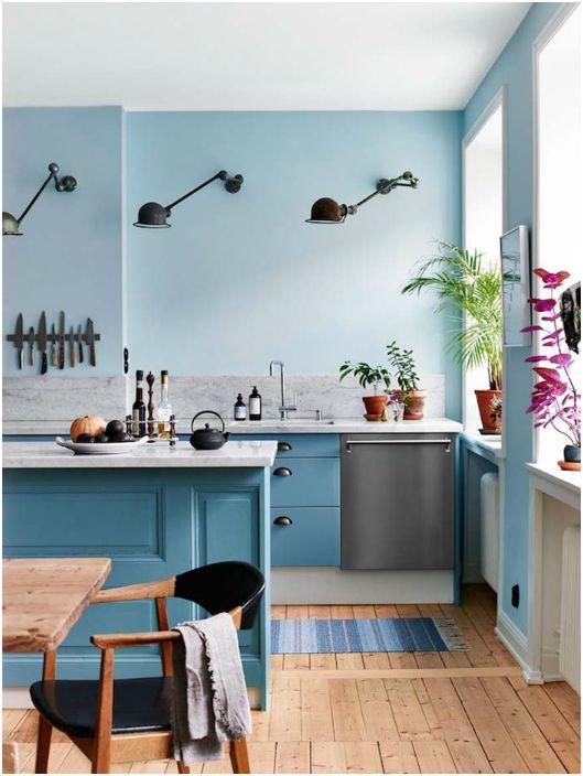 Кухня в серо-голубых тонах.