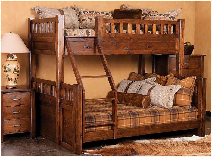 Дървено двуетажно легло.