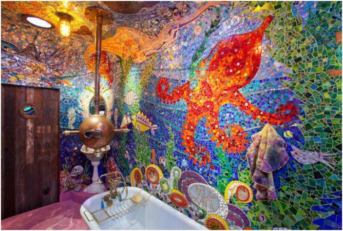 Яркая отделка ванной комнаты.