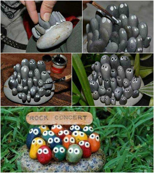 Zabawna miniaturowa kompozycja z malowanych kamieni.