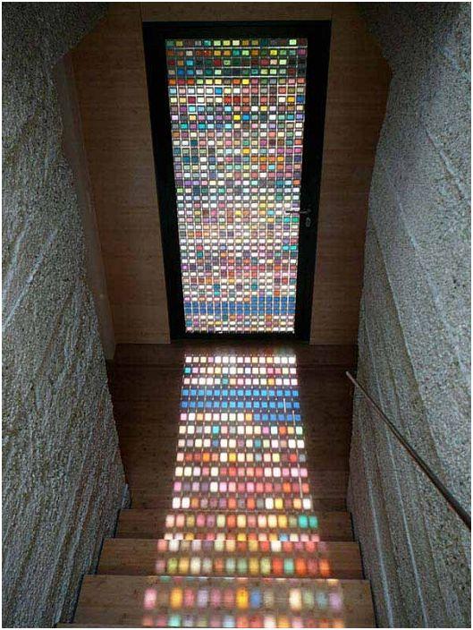 Интересен дизайн на врата със стъклопис, отличен вариант за декориране на интериора на всяка стая.